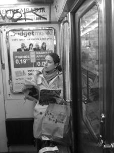 Emily Gelsomin reading on a train in Paris